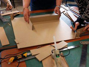 Team building, création table basse en cours de fabrication