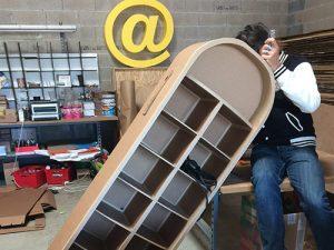 Atelier loisir, création pompe à essence-placard en cours de fabrication