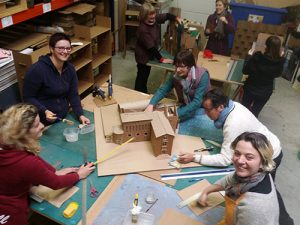 Atelier loisirs fabrication de mobilier en carton