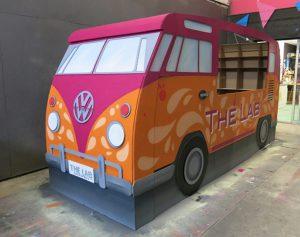 Combi van VW en carton, taille réelle, décoration de Décospray