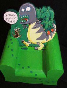 Fauteuil enfant dinosaure en carton, création sur mesure