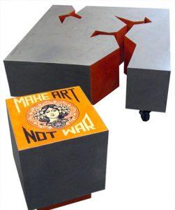 table basse et tabouret en carton, effet métal, mobilier sur mesure