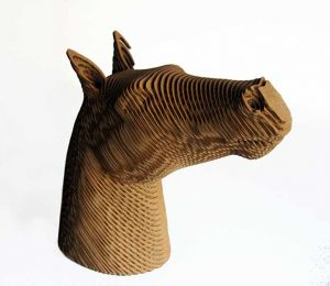 Georges, statuette cheval en carton kraft