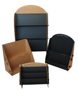 Présentoirs en carton noir et kraft