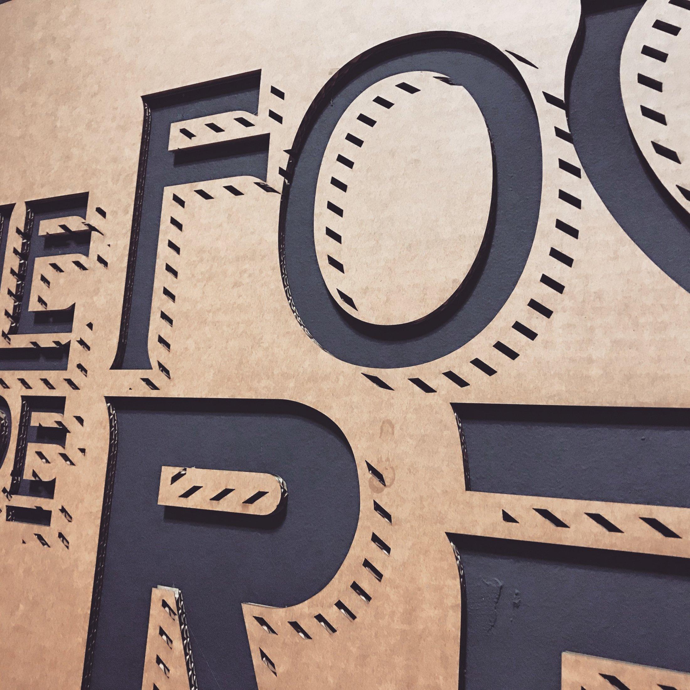 Décoration murale sur mesure Boulangerie Rémi, dessiné par The retail Office