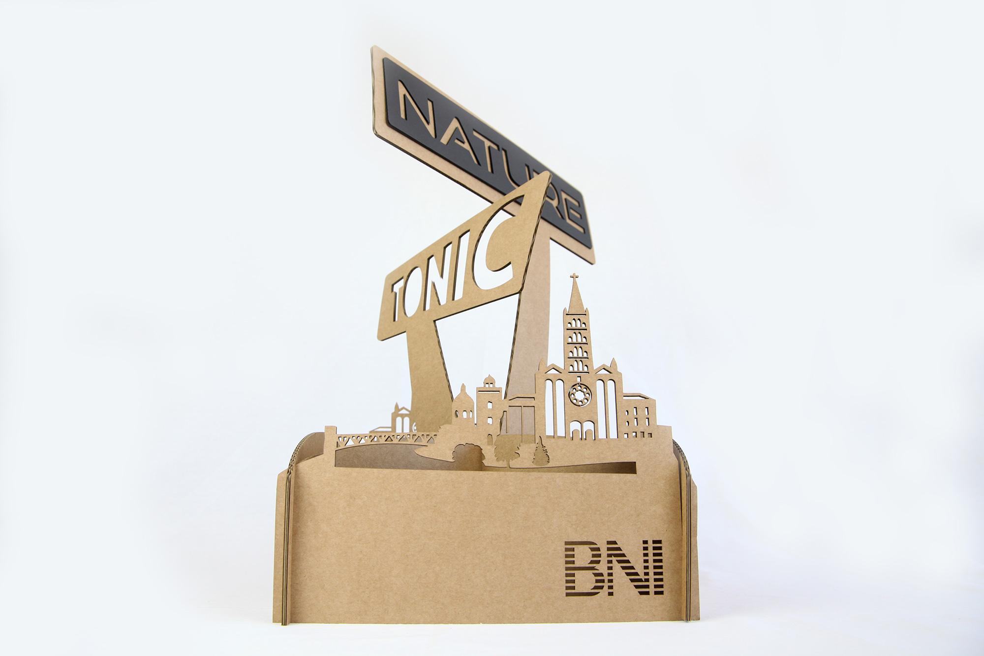 Centre de table en carton BNI