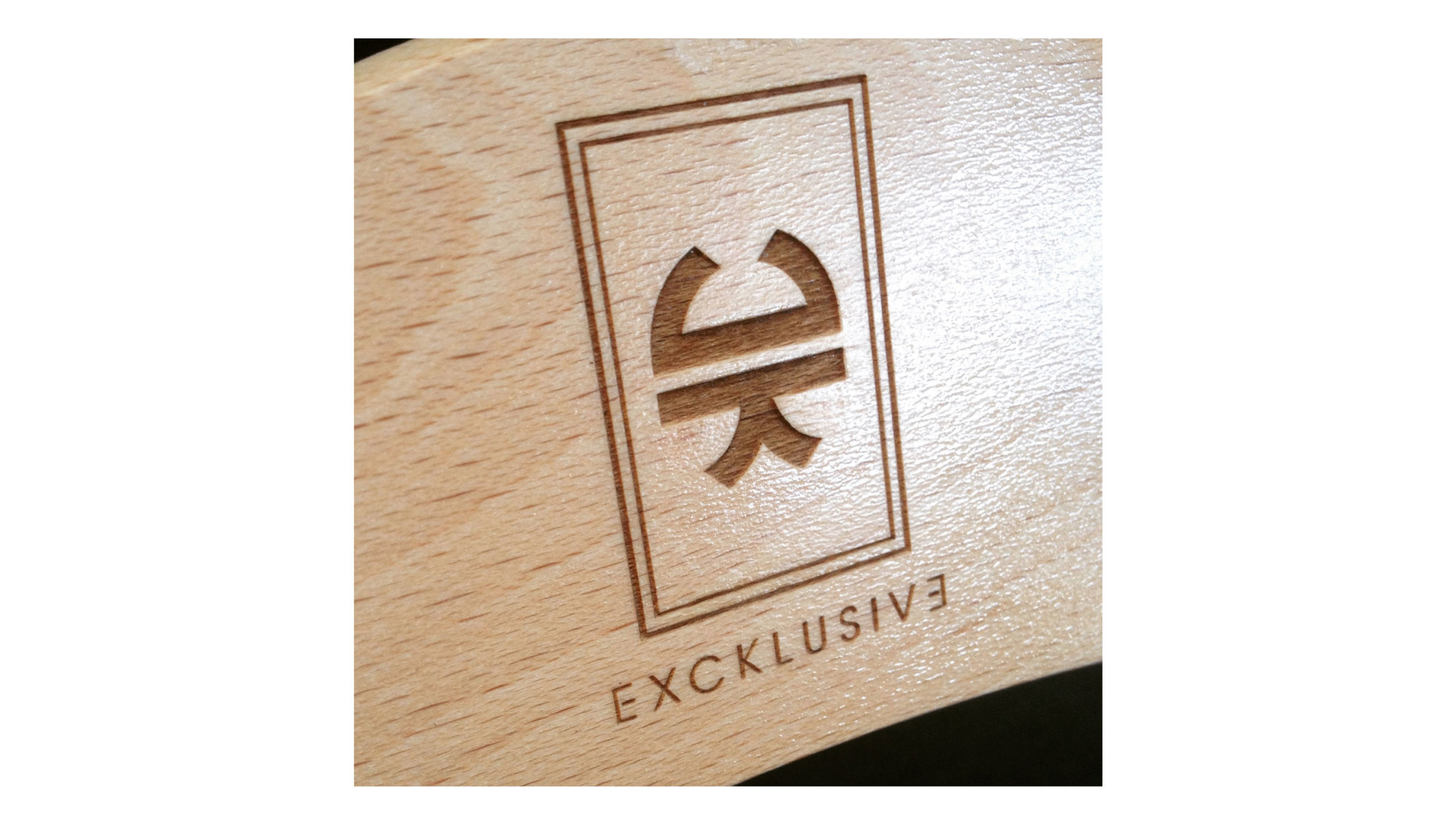 Personnalisation de cintre, gravure bois excklusive