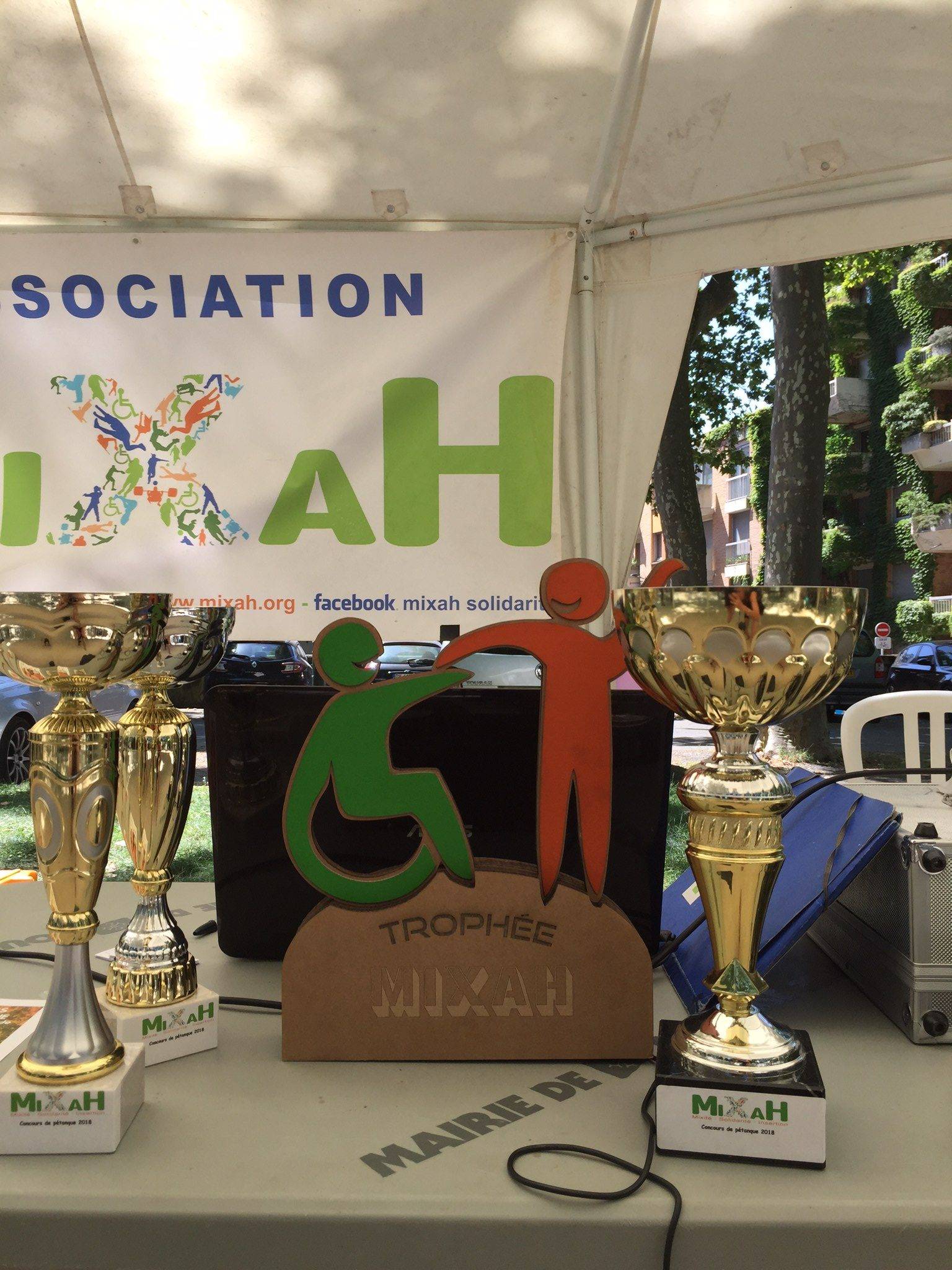 Trophée en carton de l'association Mixah