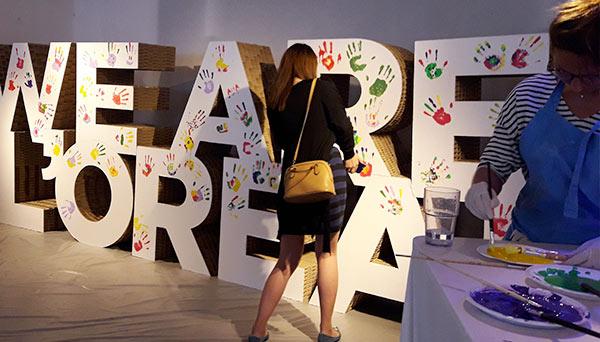 Lettres géantes en carton pour L'Oréal