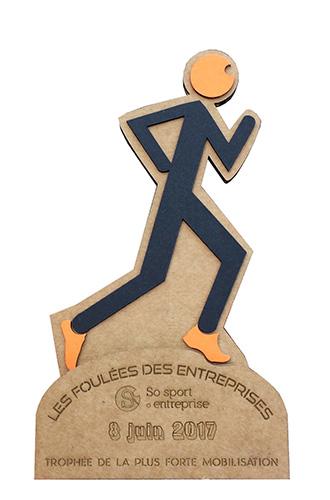 trophée en carton personnalisé au logo de l'évènement