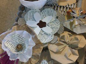 Cours loisirs, décoration cadre fleurs en papier