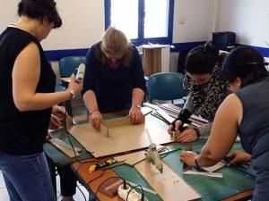 Team building, animation en entreprise création table basse en cours de fabrication