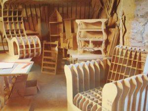 Atelier loisirs fabrication de mobilier en carton : meubles en cours