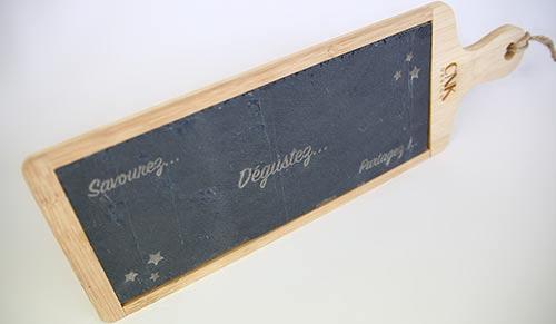 Gravure au laser d'ardoise pour plancha
