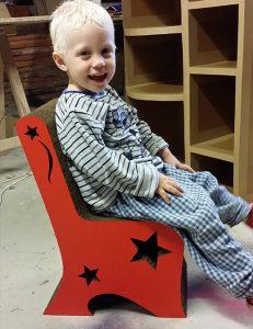 Chaise enfant en carton, création sur mesure
