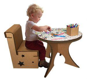 Table de coloriage et chaises enfant
